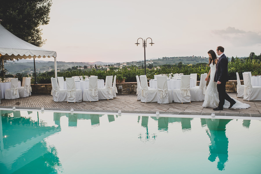 A walk around the pool before the party | Livio Lacurre Photography