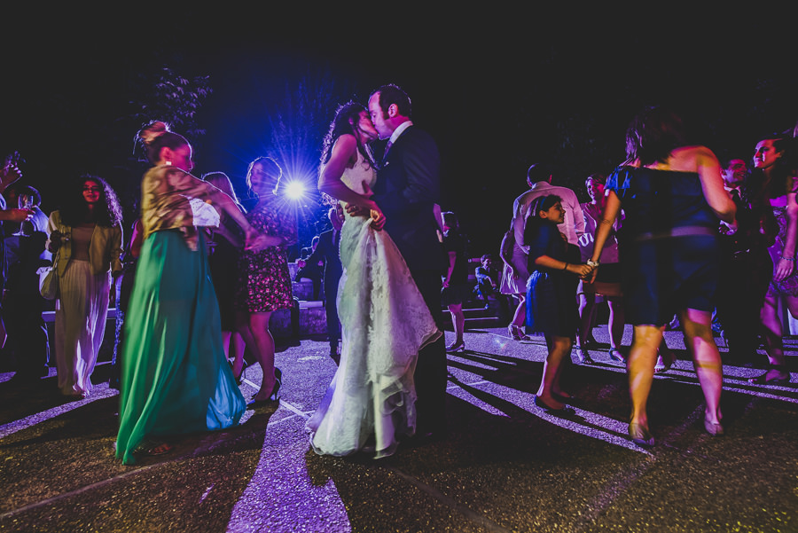 Kiss in the night during a wedding in Florence | Livio Lacurre Photography