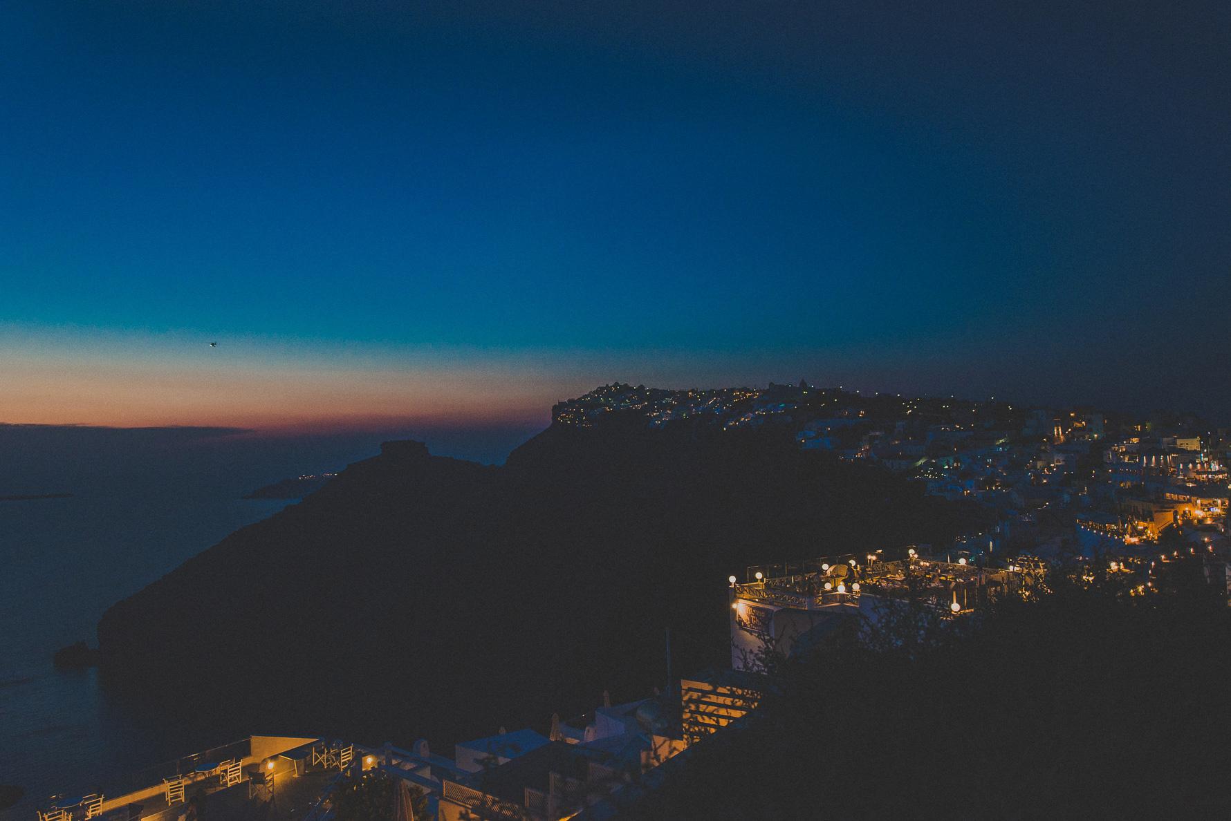 santorini-destination-wedding-photographer-livio-lacurre-amazing-view-sunset-portrait