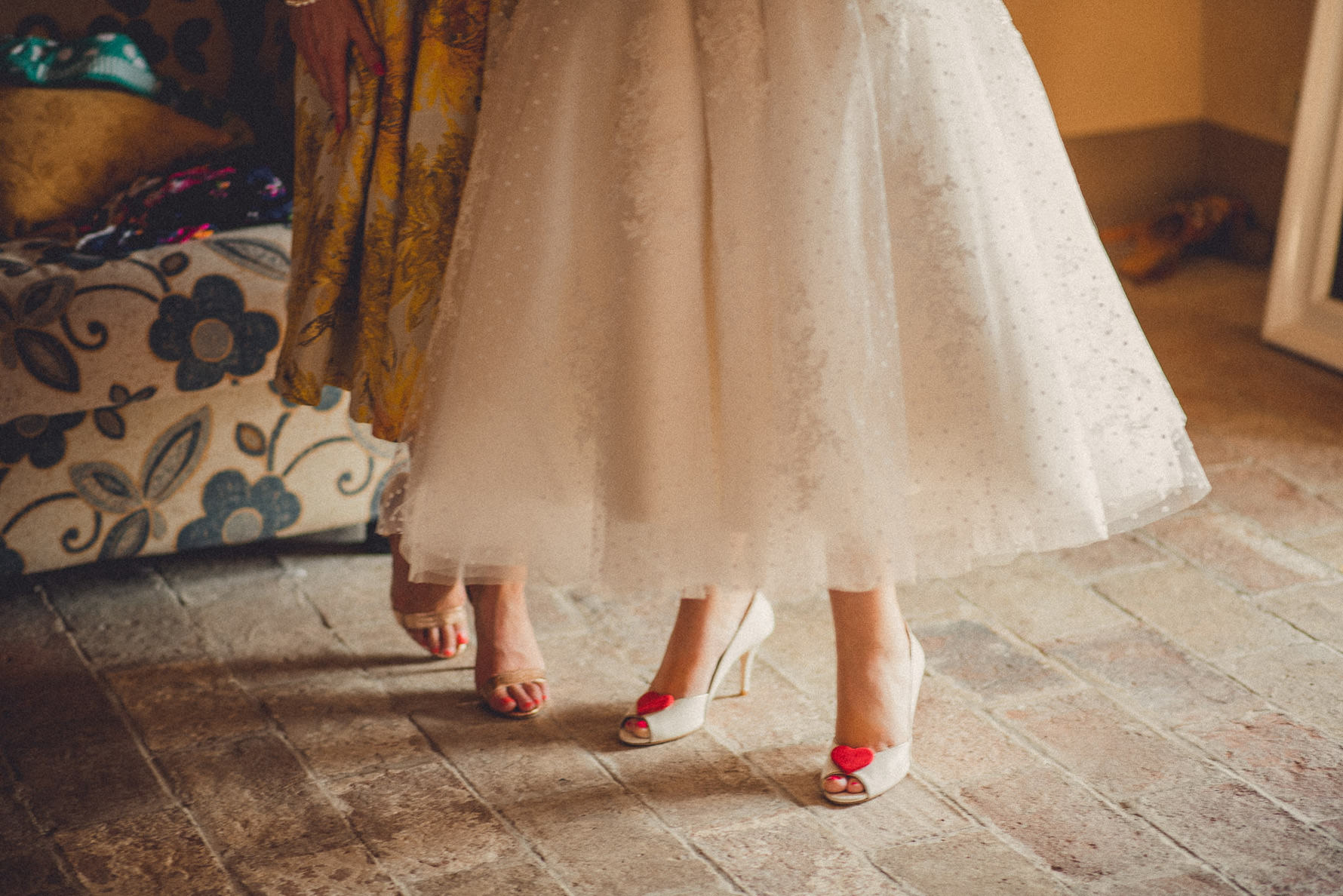 creative-portrait-bridal-party-in-tuscany
