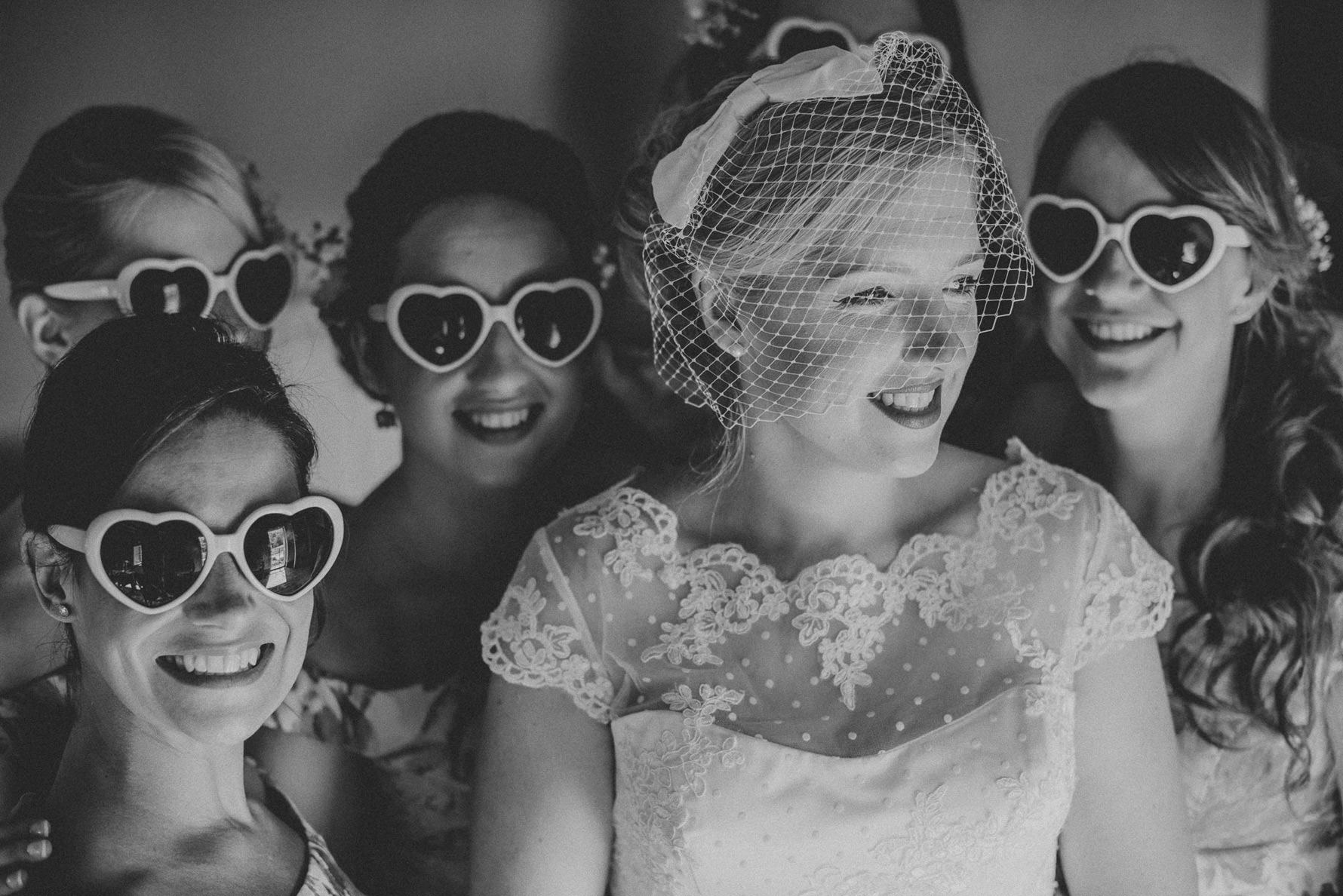 creative-portrait-bridal-party