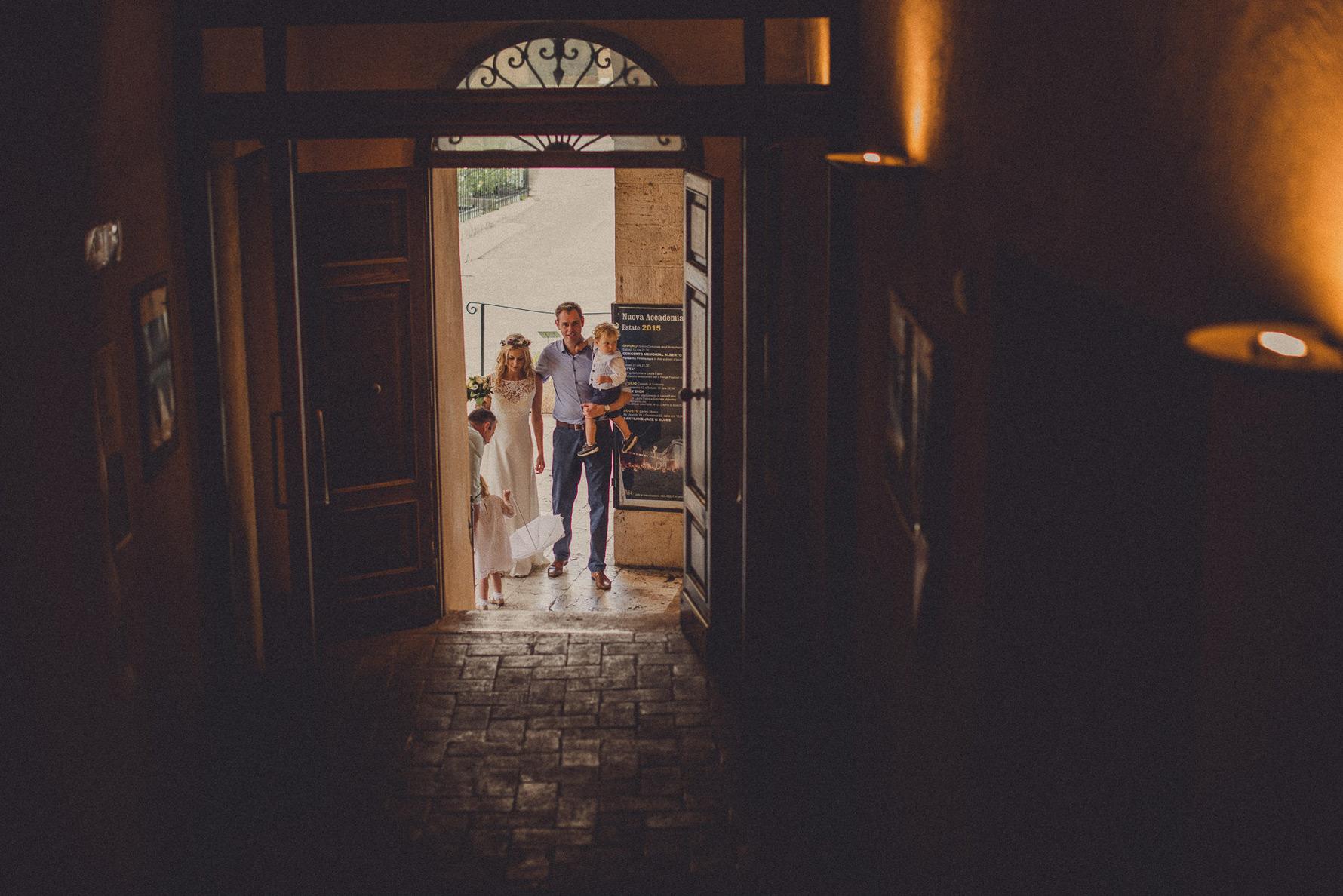 wedding-in-arrischiatti-theathre-sarteano-livio-lacurre-photogra