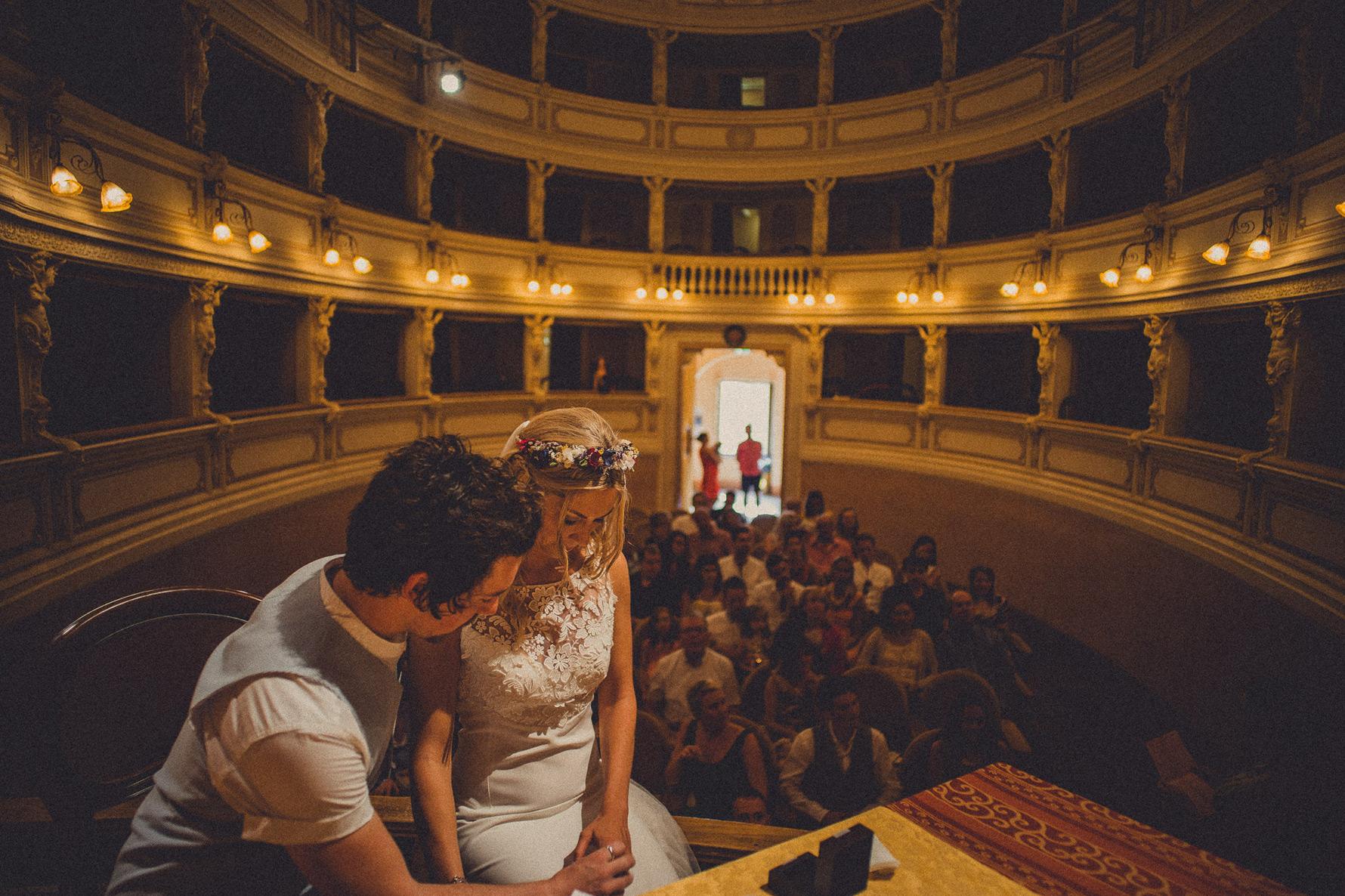 wedding-in-arrischiatti-theathre-sarteano-livio-lacurre
