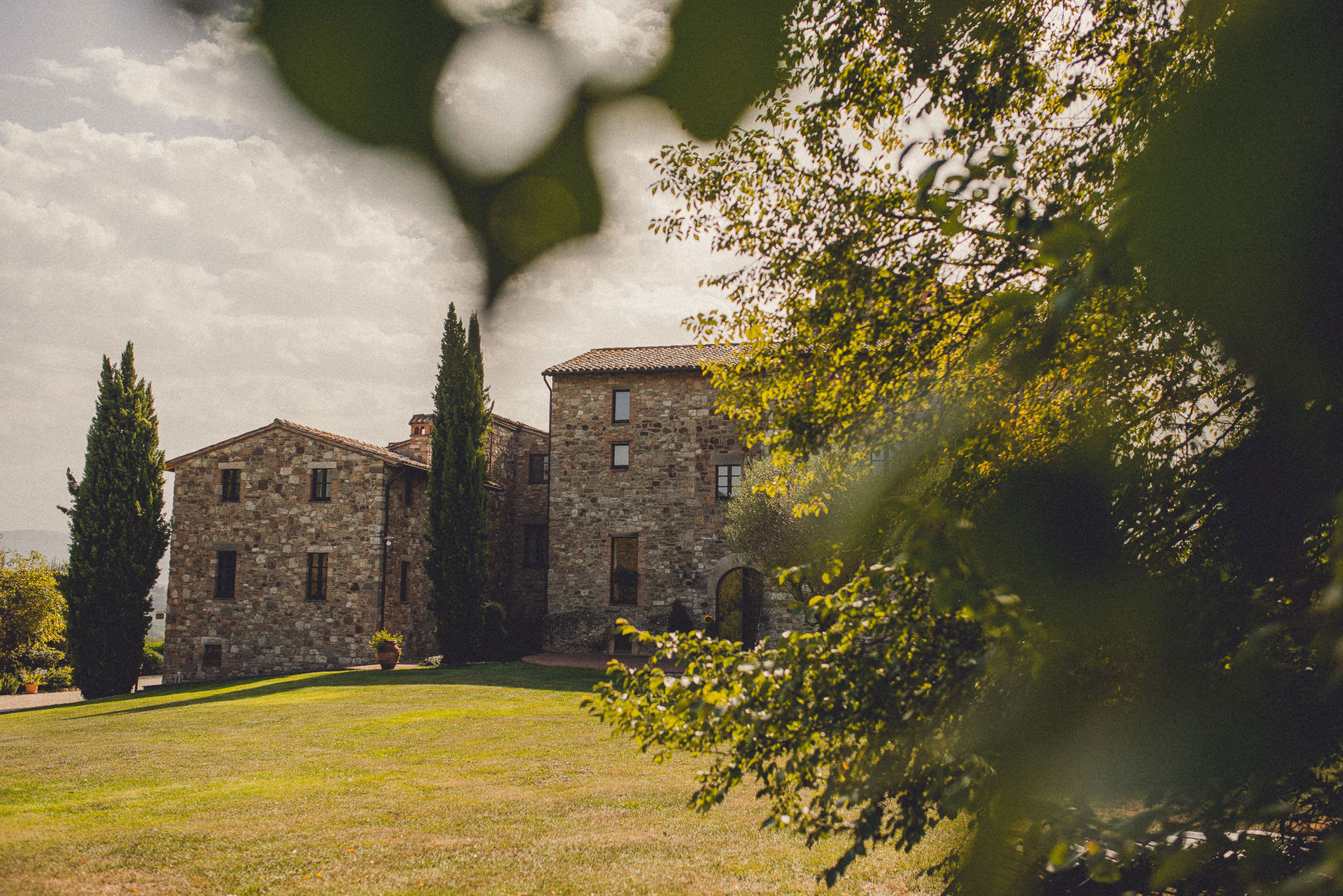 romantic country chic wedding in Umbria
