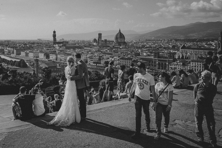 Livio-Lacurre-timeless-wedding-in-Florence-villa-di-Liliano