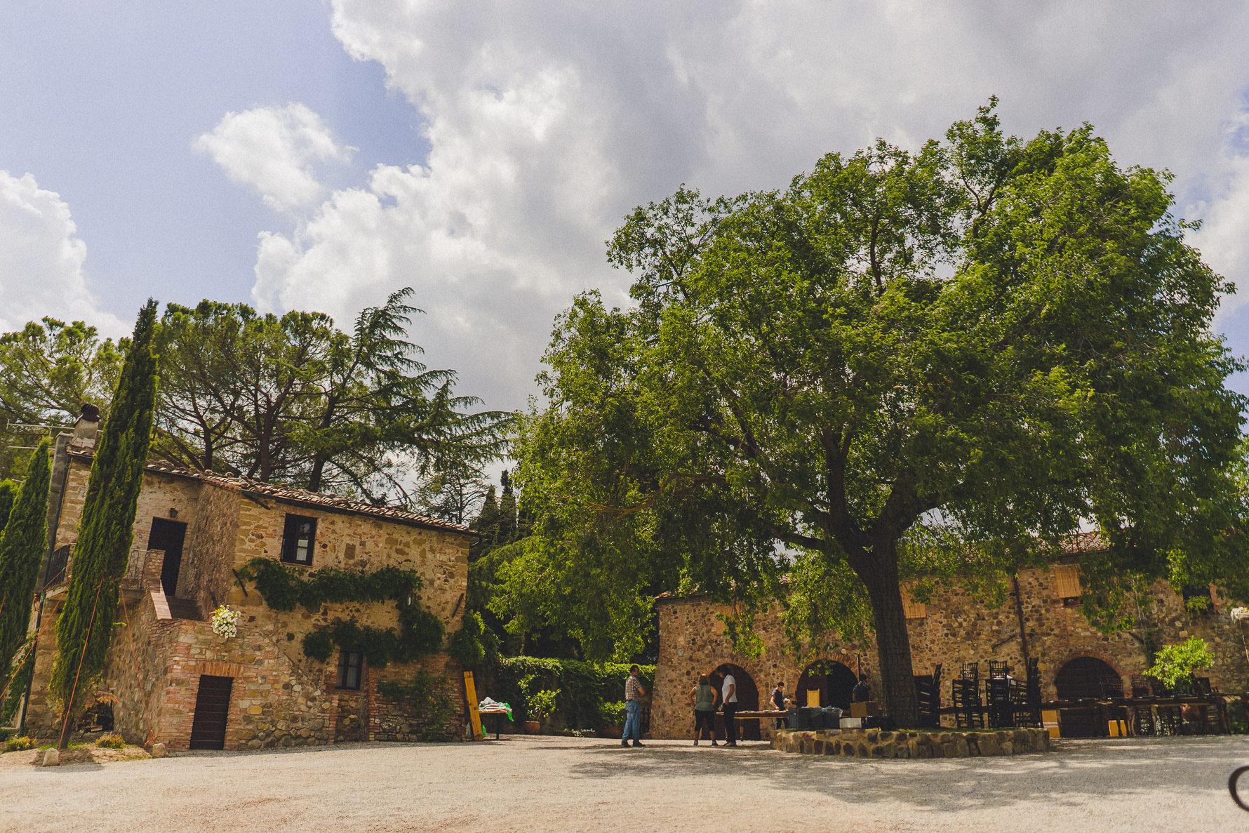 german-wedding-in-amazing-valdorcia-landscape